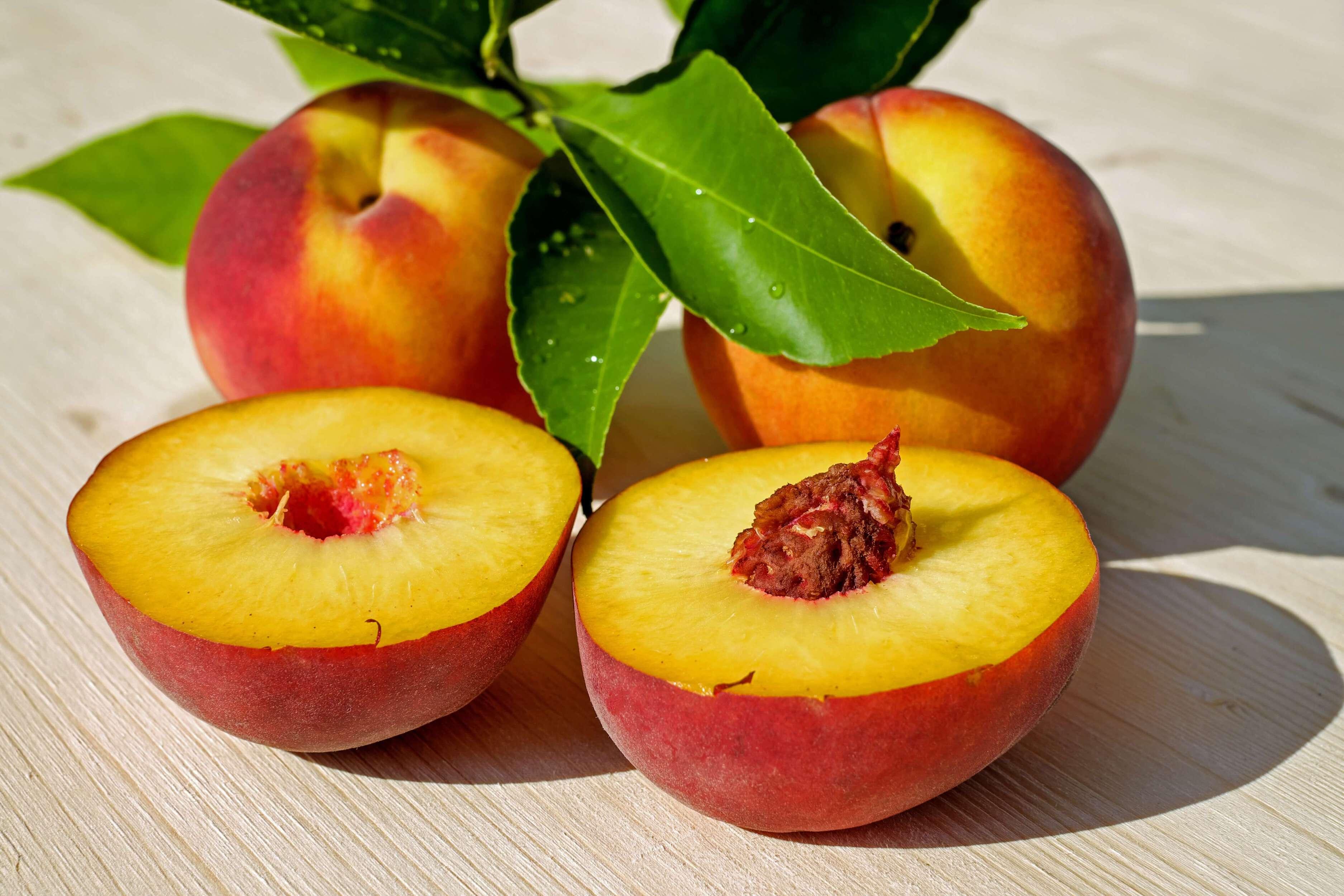 şeftali meyvesi