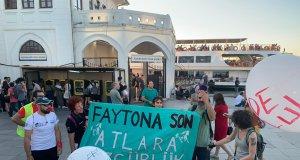 Kadıköy'de yapılan faytona hayır eyleminde açılan pankart
