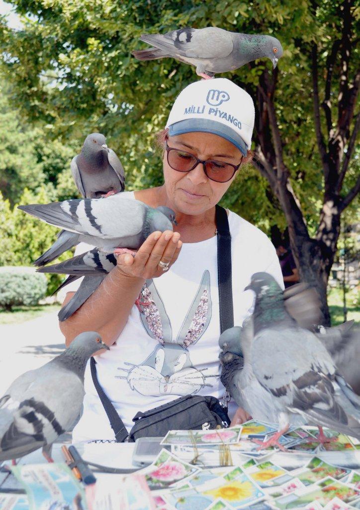Gülten Yaşar 33 yıldır milli piyango seyyar bayiliği yapıyor