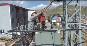 Bayburt'ta kuşların güvenliği için elektrik hatlarına izolasyon uygulaması