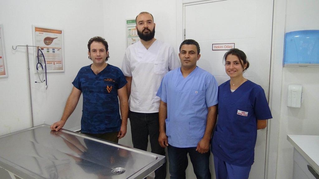 Veteriner İlker Türek ve ekibinin fotoğrafı