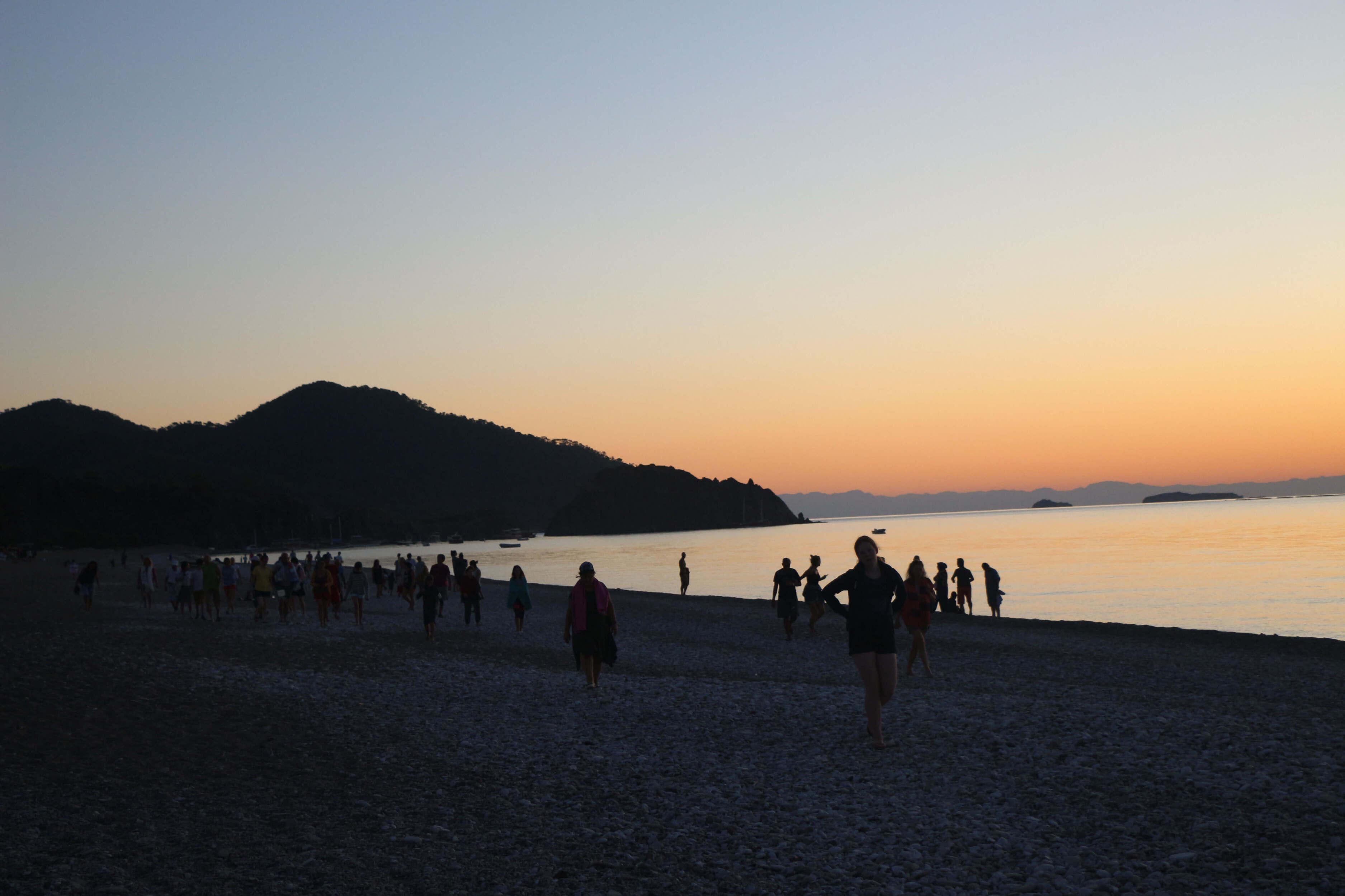 Güneş batımında çıralı sahilinden bir kare