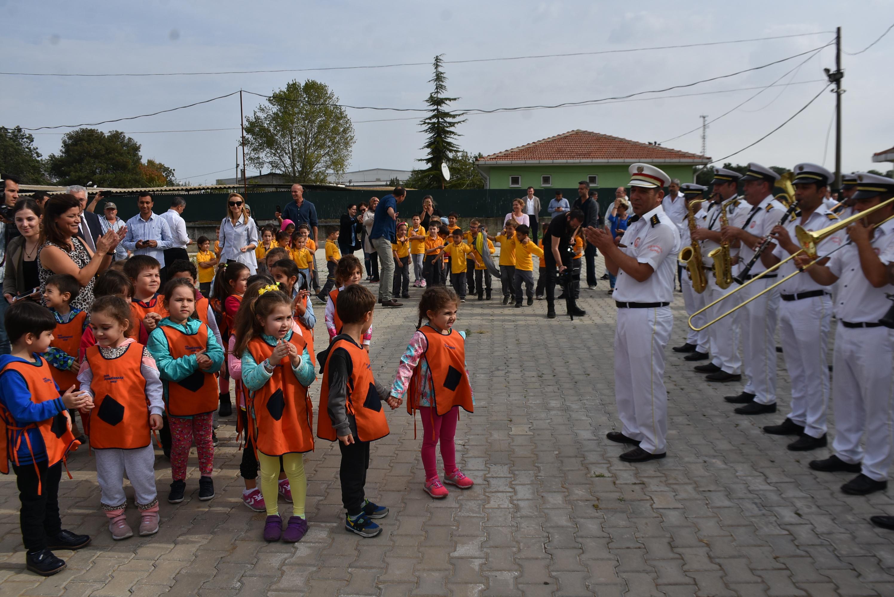 Edirne Belediye Bandosu'ndan hayvan barınağında konser