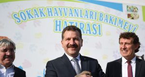 Balıkesir Belediye başkanı hayvan barınağı ziyaretinde